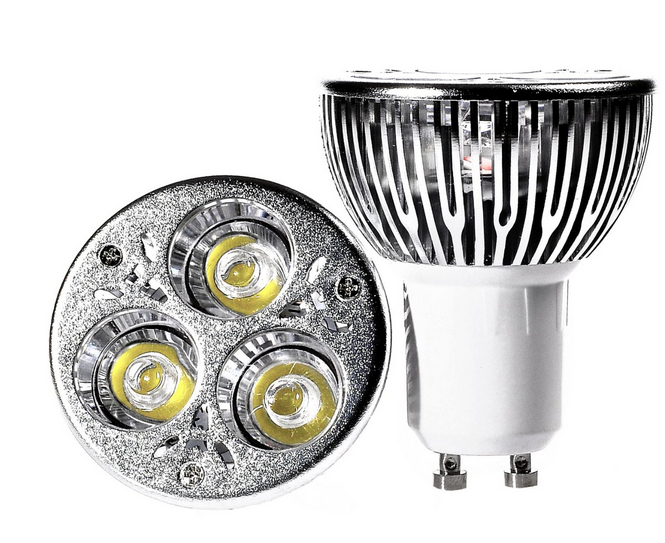 9W LED Light Bulb In Warm White