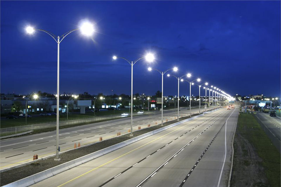 Intelligent interconnection LED road lighting effectively help to achieve sustainable development